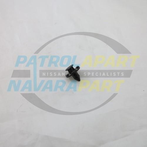 Genuine Nissan Navara D22 D40 NP300 Push in Clip
